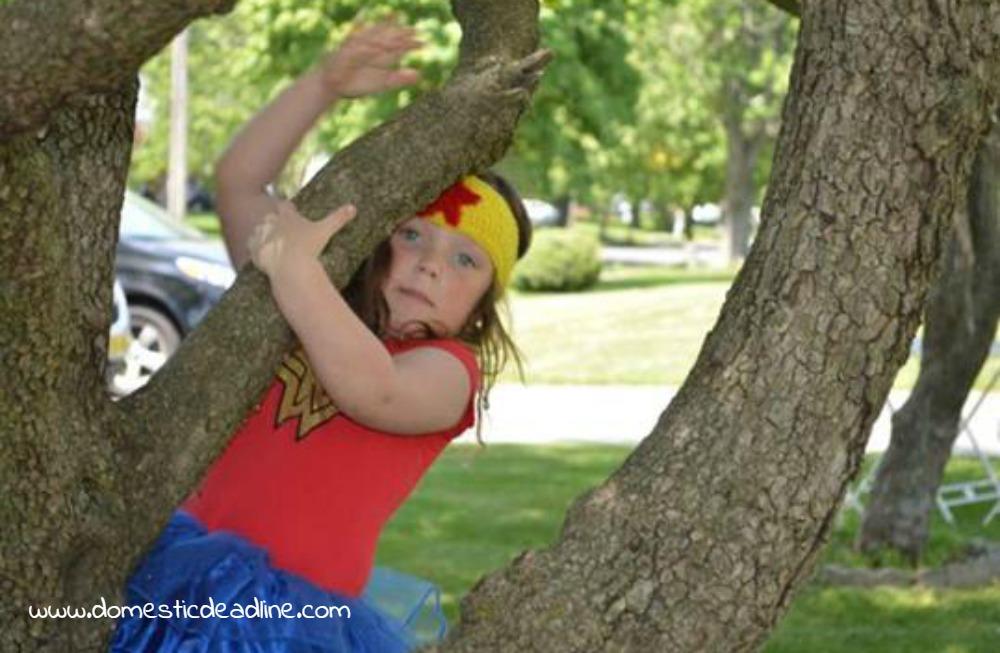 Wonder Woman Crochet Crown - Free Pattern - Domestic Deadline